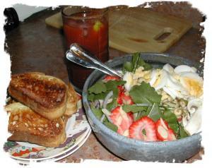 Munchie Mondays ~ Spinach and Strawberry Salad