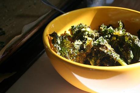 Easy Cheezy Raw Kale Chips Recipe
