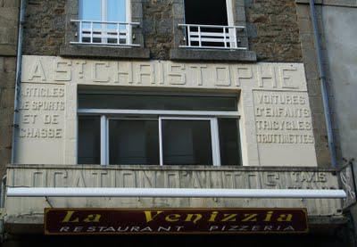 Ghost signs (54): St Christophe, Guingamp