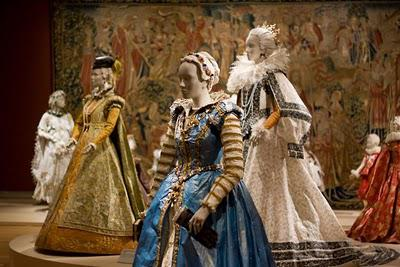 Pulp Fashion - The Art of Isabelle de Borchgrave