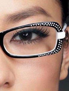 Makeup Tips for Women Who Wear Glasses