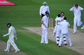 England Continues to Shock in 2011; Wraps Lanka for 82 to clinch 1st Test