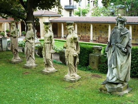 lapidarium_statues
