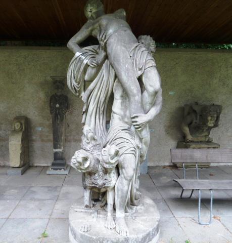 lapidarium_dog statue