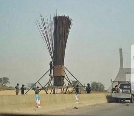 PDP condemns the erection of giant broom by APC at the city gate of Abuja