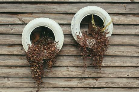10 Rustic Planters For Your Garden
