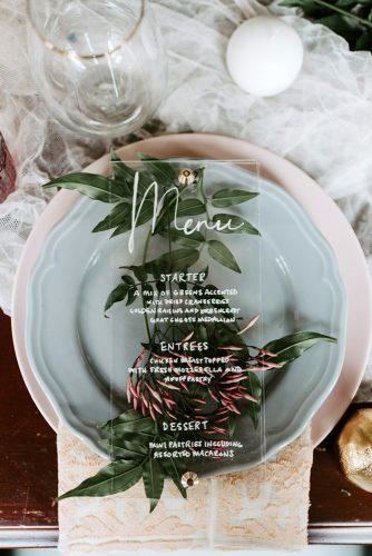 sage green wedding place setting with acrylic signs meny greenery in plate mle pictures