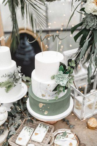 sage green wedding cake white gray marble succulents and gold foil effect andreas nusch hochzeitsfotografie
