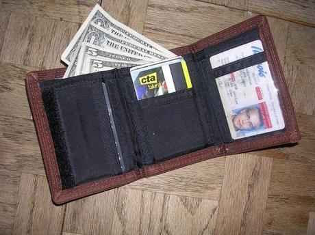 5 Reasons To Choose A Slim Wallet For Your Travels
