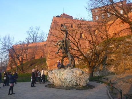 Dziwaczne Odkrycia: Kraków's City Symbol, the Dragon