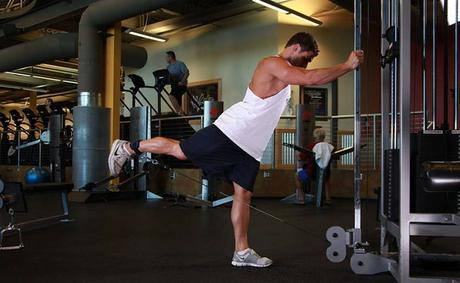 How to Carry Out Glute Kickback Exercises