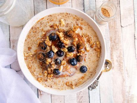 Pumpkin Pie Oatmeal with Berries