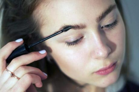 5 daily routines for naturally thicker brows!