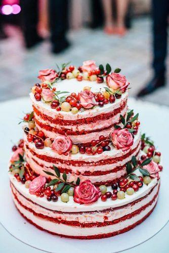 summer wedding trends naked cake red with roses and currant amandafreiberga