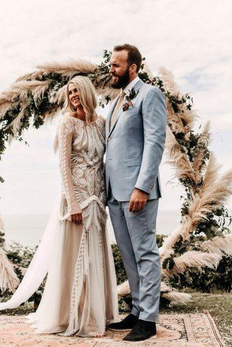 summer wedding trends bohemian bride and groom on the background of a round arch with pampas grass yorisphotographer