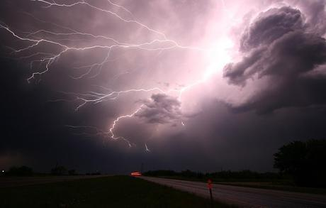 lightning-thunder-lightning-storm
