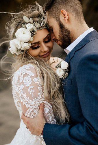 wedding splurges tender embrace wedding couple chrisandruth