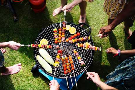 Eat Food and Have Fun: Easy Ways to Stay Healthy This Summer!