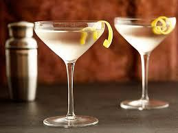 10 Easy Classic Cocktails Every Man Should Know How to Make at Home