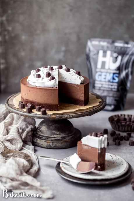 With a raw cakey chocolate crust and a decadently creamy chocolate filling, this gluten-free and vegan Chocolate Cream Pie will make you swoon! No baking necessary.