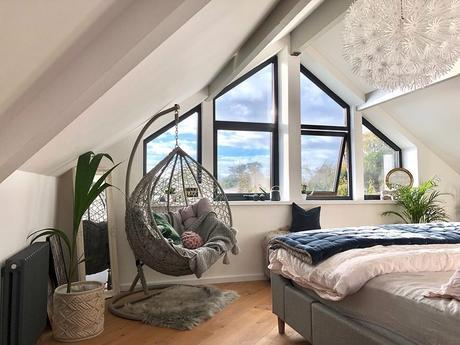 Milano Windsor radiator in a bedroom.