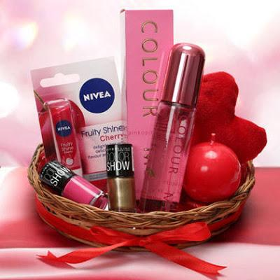 5 Marvellous Gifts to Make Her Feel Special on Women's Day!