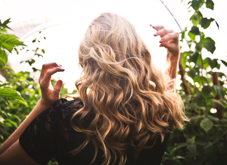 How to blend clip in hair extensions with curly hair