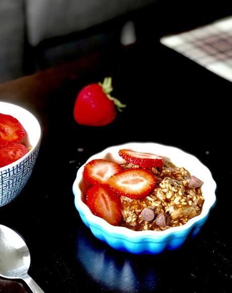 'Chocolate covered strawberries' overnight oats | Vegan | Sugar free | Clean eating