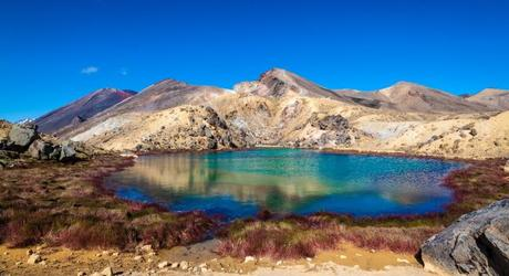 Beautiful Emerald Lake on the Tongariro Northern Circuit, New Zealand