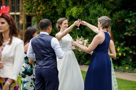 the bride greets her sister