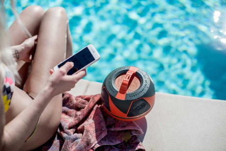 WOW Sound Speaker Review: Ultitmate Audio Accessory for Pool & Beach
