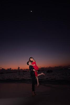 couple-under-the-night-sky