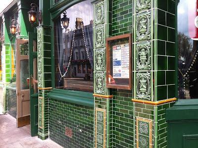 Vile re-tiling on The Queen's Head, Essex Rd