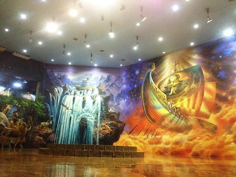 Gigantic room with mural arts at Art in Island