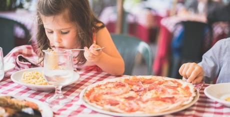 15 Best Tips for Dining Out With Kids