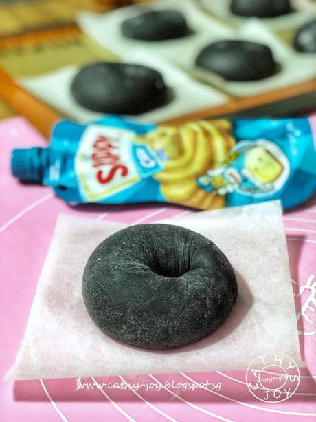 Peanut Butter Squid Ink Bagel 花生酱墨鱼贝果