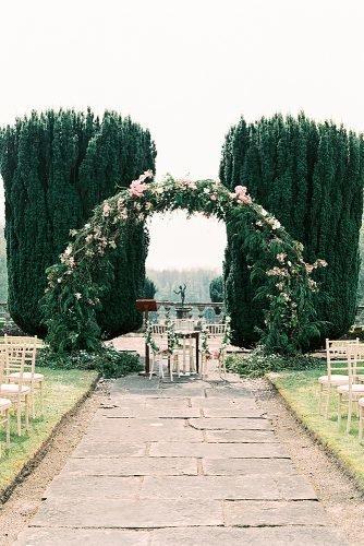 outdoor wedding ideas greenery wedding arch