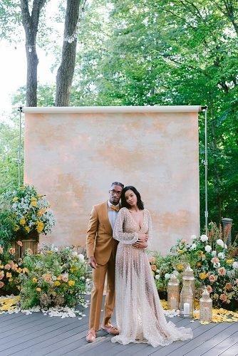 wedding ideas for summer couple near modern wedding aisle gold colors