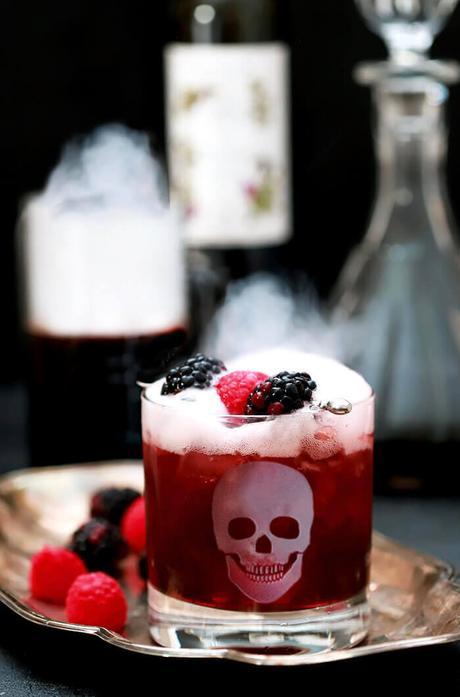 Homemade Blackberry Liqueur (Crème de Mûre)