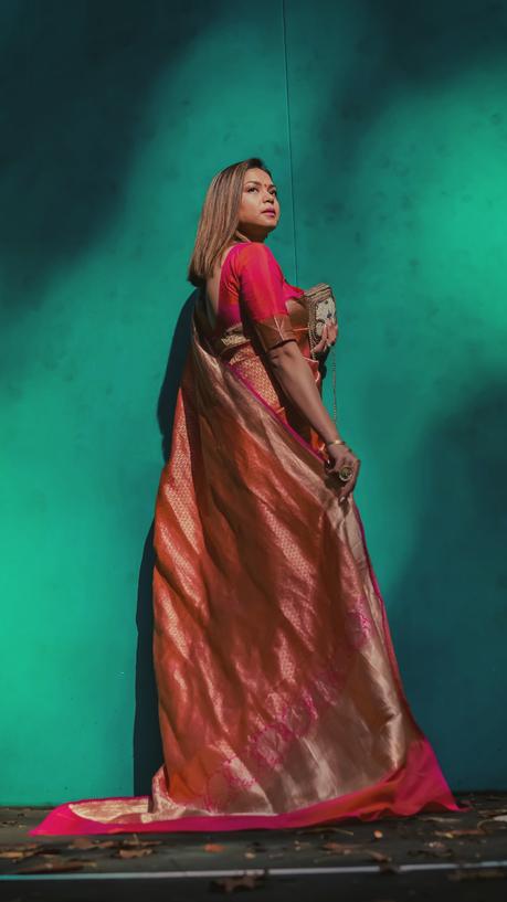diwali outfit, desi avatar, banarasisari, pink and orange sari, pink and ornage outfit, mojri, sari photograohy, sari photoshoot, myriad musings, saumya shiohare