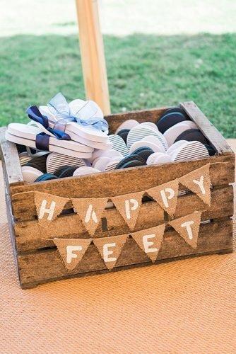 cute wedding ideas wedding flip flops for guests