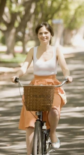 Fabulous Filmic Fashion Friday: (500) Days of Summer