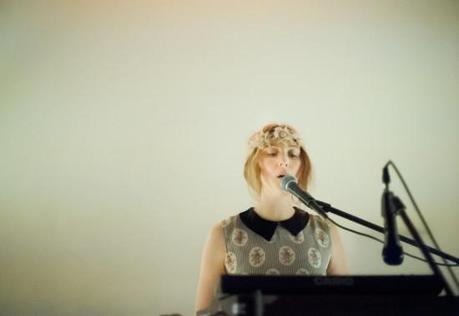 SydneyWayser 1 550x378 SYDNEY WAYSER CELEBRATED HER NEW ALBUM WITH AN INTIMATE SHOW [PHOTOS]