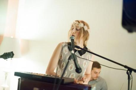 SydneyWayser 12 550x366 SYDNEY WAYSER CELEBRATED HER NEW ALBUM WITH AN INTIMATE SHOW [PHOTOS]