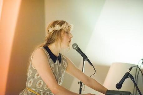 SydneyWayser 10 550x366 SYDNEY WAYSER CELEBRATED HER NEW ALBUM WITH AN INTIMATE SHOW [PHOTOS]