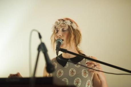 SydneyWayser 9 550x366 SYDNEY WAYSER CELEBRATED HER NEW ALBUM WITH AN INTIMATE SHOW [PHOTOS]