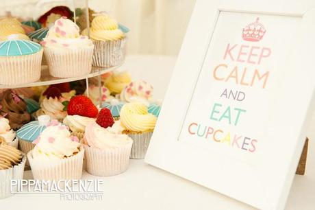 Flamingo themed wedding cupcakes for Wendy Bell's Kensington Roof Gardens