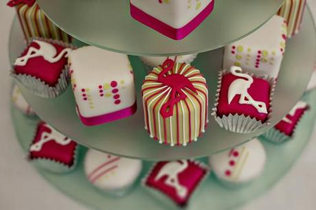 wedding cake ideas 9 Flamingo themed wedding cupcakes for Wendy Bell's