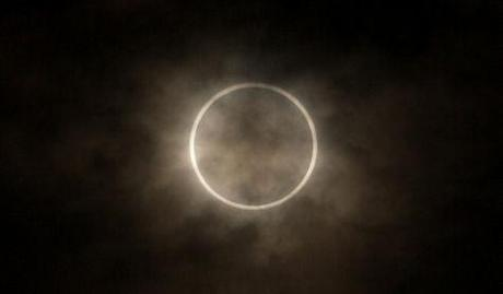 40 Awesome Photos Of The Solar Eclipse
