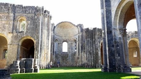 Exploring the ruins of Abbaye de la Sauve-Majeure